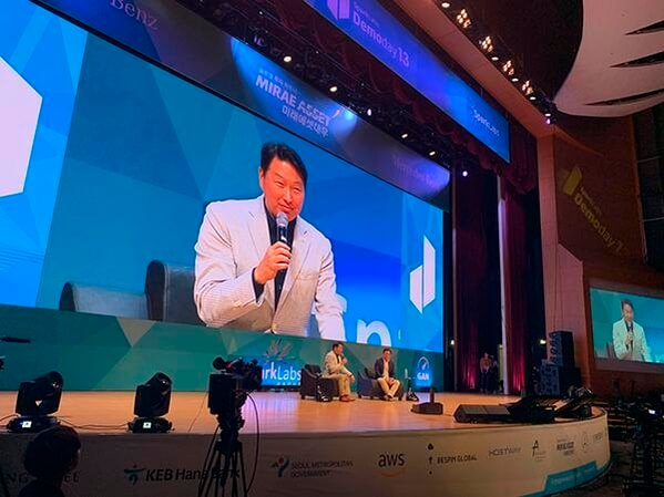 SK Corporation chairman Chey Tae-won at the SparkLabs Demo Day 2019, speaking about crypto