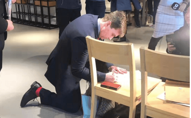 Craig Wright signing the Bitcoin whitepaper for a fan at Tsinghua University